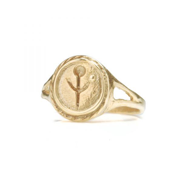 gold empanda signet ring